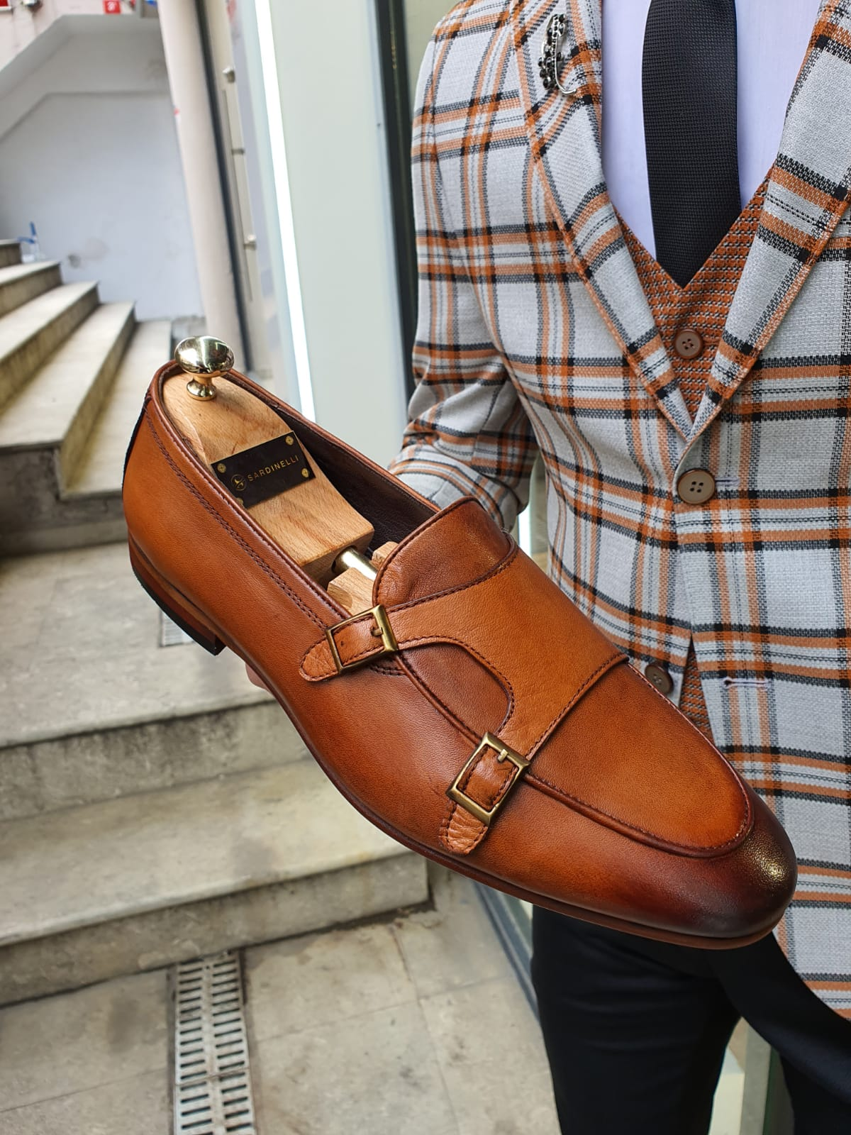 What Shoes to Wear with Jeans: A Complete Guide by GentWith Blog
